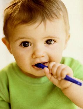 当小孩牙齿发黑时需要及时的去除